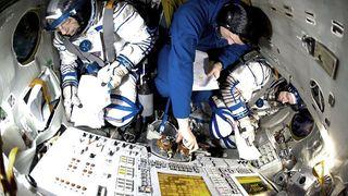 Frank De Winne, à droite sur la photo, sera le premier commandant européen de l'ISS