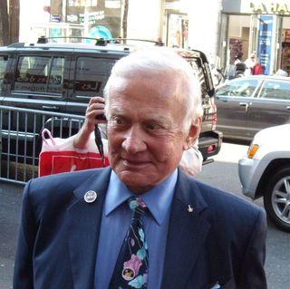 Pour Buzz Aldrin, il serait plus intéressant d'aller sur Mars que de retourner sur la Lune